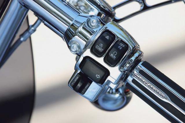 s_Harley-Davidson_CVO_2010_07-L